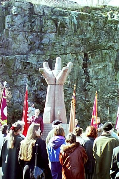 """""""La mano"""". Μνημείο στην Στοκχόλμη για τους διακόσιους εθελοντές που έδωσαν την ζωή τους στον εμφύλιο της Ισπανίας"""