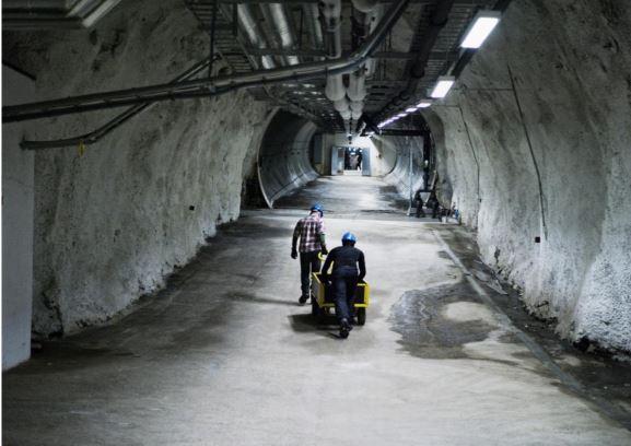 Η είσοδος του τούνελ με τα ίχνη του λειωμένου νερού δεξιά. Φωτογραφία: Matthias Χάιντε
