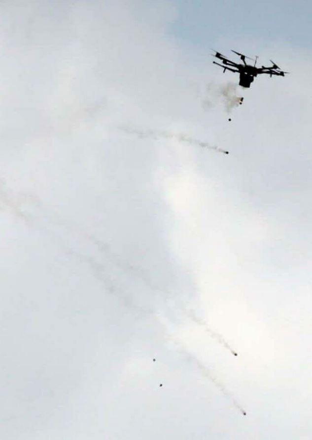 τώρα τα δακρυγόνα τα ρίχνουν με drone