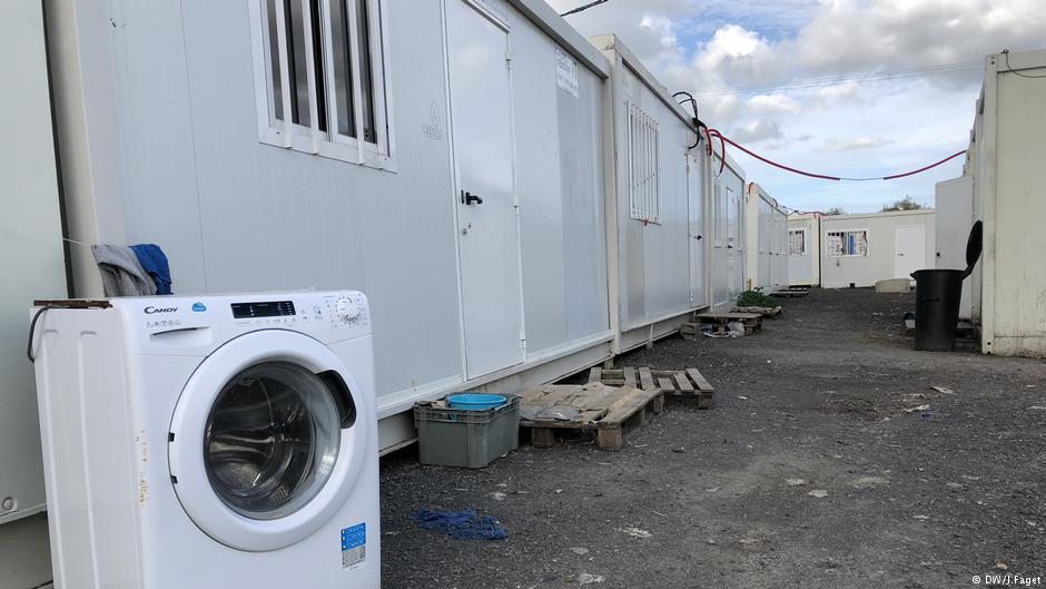 Μέχρι και 100 ευρώ τον μήνα πληρώνουν οι αλλοδαποί εργάτες για να ζήσουν σε αυτά τα κοντέινερ
