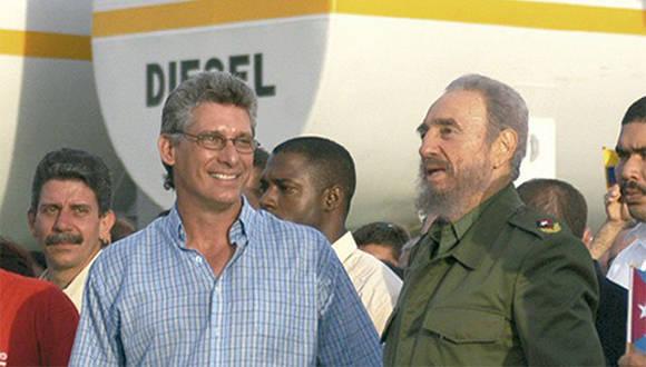 Ο Μιγκέλ Ντιάζ-Κανέλ με τον ιστορικό ηγέτη της Κουβανικής Επανάστασης Φιντέλ Κάστρο.