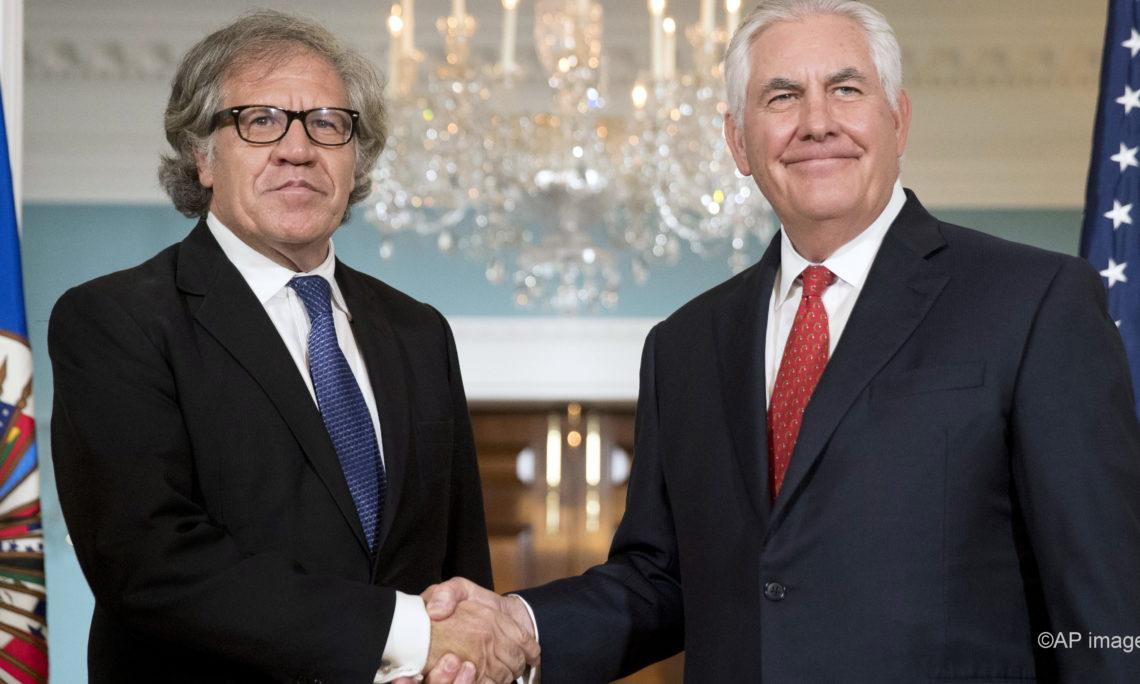 Ο Λουίς Αλμάγκρο (αριστερά) σε συνάντηση του με τον τ.Υπουργό Εξωτερικών των ΗΠΑ Ρεξ Τίλερσον.