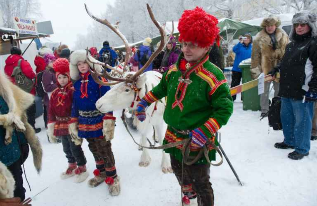 Σάμι με παραδοσιακές στολές