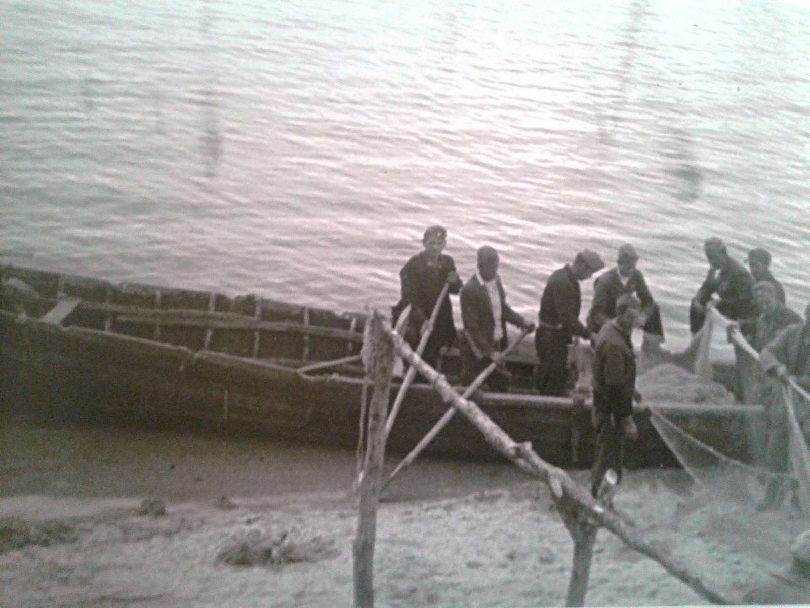 Συνεργείο ψαράδων του ΔΣΕ