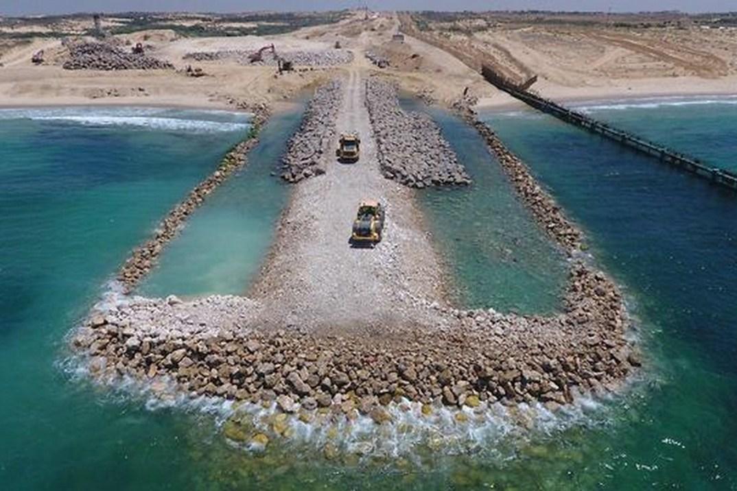 Israel's-underwater-barrier-blockading-Gazabarrier-5