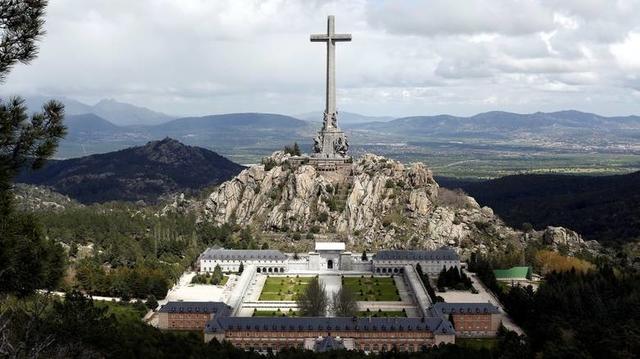 """Το τεράστιο μνημειακό σύμπλεγμα της """"Κοιλάδα των Πεσόντων"""", λίγο έξω απ' τη Μαδρίτη."""