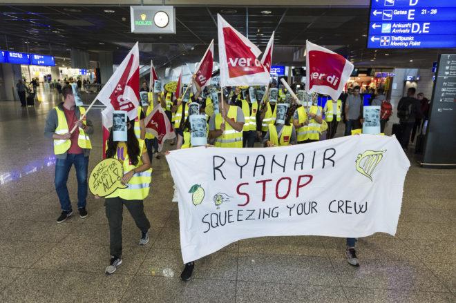 Απεργία στην Γερμανία στις 12 Σεπτέμβρη. Οι απεργοί φορούν μάσκες