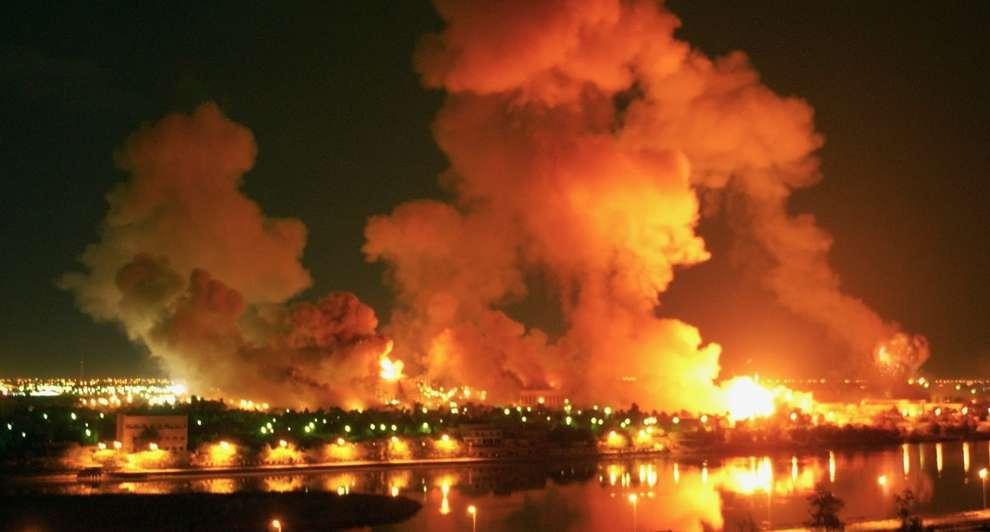 Μάρτης 2003: Οι δυνάμεις των ΗΠΑ και των συμμάχων τους βομβαρδίζουν τη Βαγδάτη.