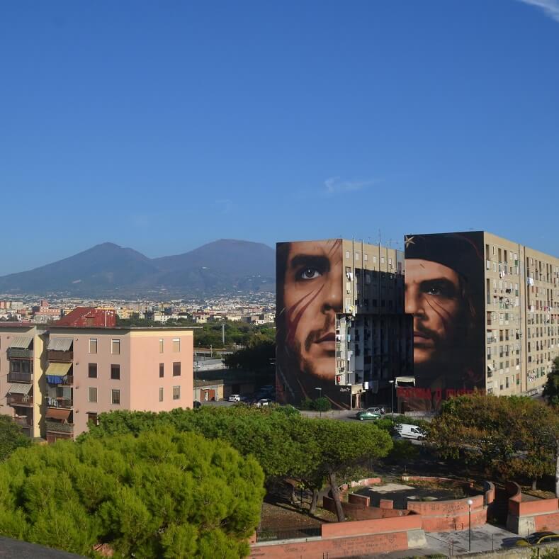 Το εντυπωσιακό γκράφιτι με τη μορφή του Τσε σε περιοχή της Νάπολης.