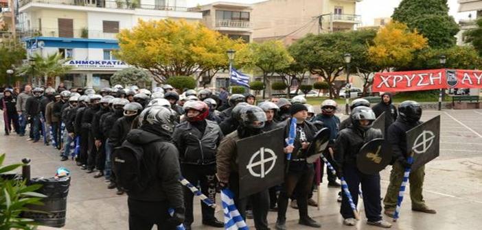 Προκλητικό σόου των ναζιστών της Χρυσής Αυγής στο Μοναστηράκι - Απειλές κατά επιβατών