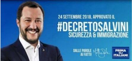 Η γιγαντοαφίσα γράφει: «μετανάστευση & ασφάλεια» - από τα λόγια στα έργα, πάνω απ' όλα οι Ιταλοί...