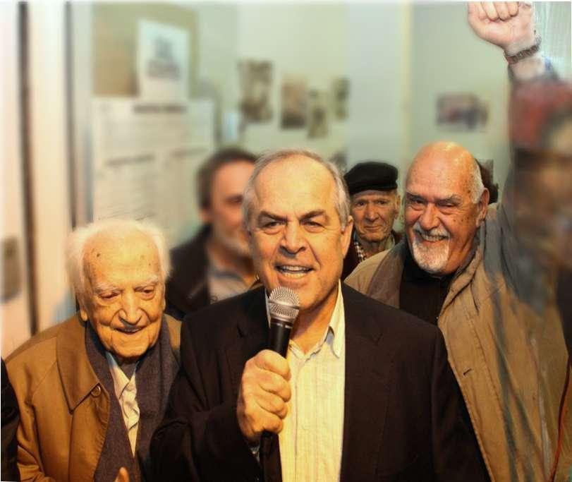 Ο Ηλίας Σταμέλος με τον Παναγιώτη Μακρή, αριστερά, και τον Γιώργο Κατημερτζή, δεξιά, τα πρώτα λεπτά μετά την εκλογή του