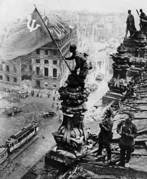 74 χρόνια από τη Μεγάλη Αντιφασιστική Νίκη των Λαών