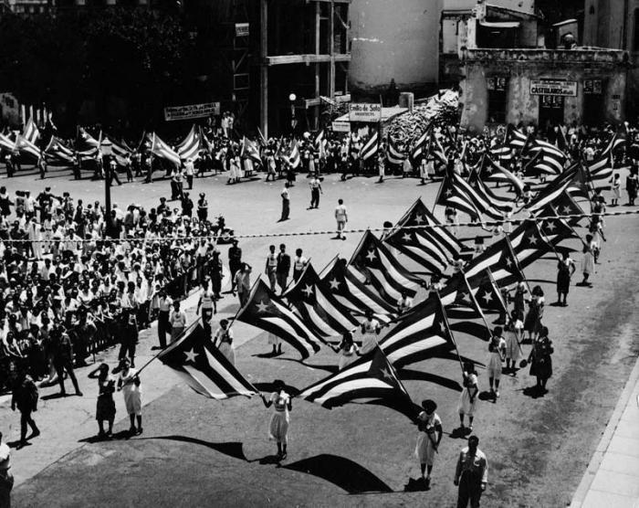 Primero de Mayo Patria o Muerte en el año 1960 La bandera cubana