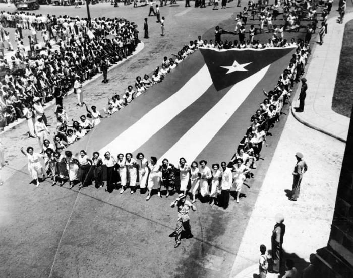 Primero de Mayo Patria o Muerte en el año 1960 Las mujeres siempre presentes La bandera cubana la más bella que existe