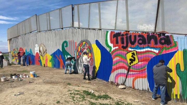 """Η """"Τοιχογραφία της Αδελφοσύνης"""", στα σύνορα Μεξικού -ΗΠΑ"""