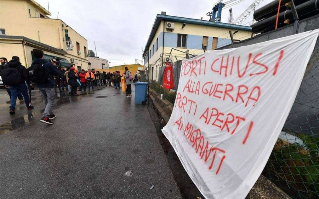 Λιμενεργάτες της Γένοβα: Λιμάνι κλειστό στον πόλεμο και ανοιχτό στους πρόσφυγες