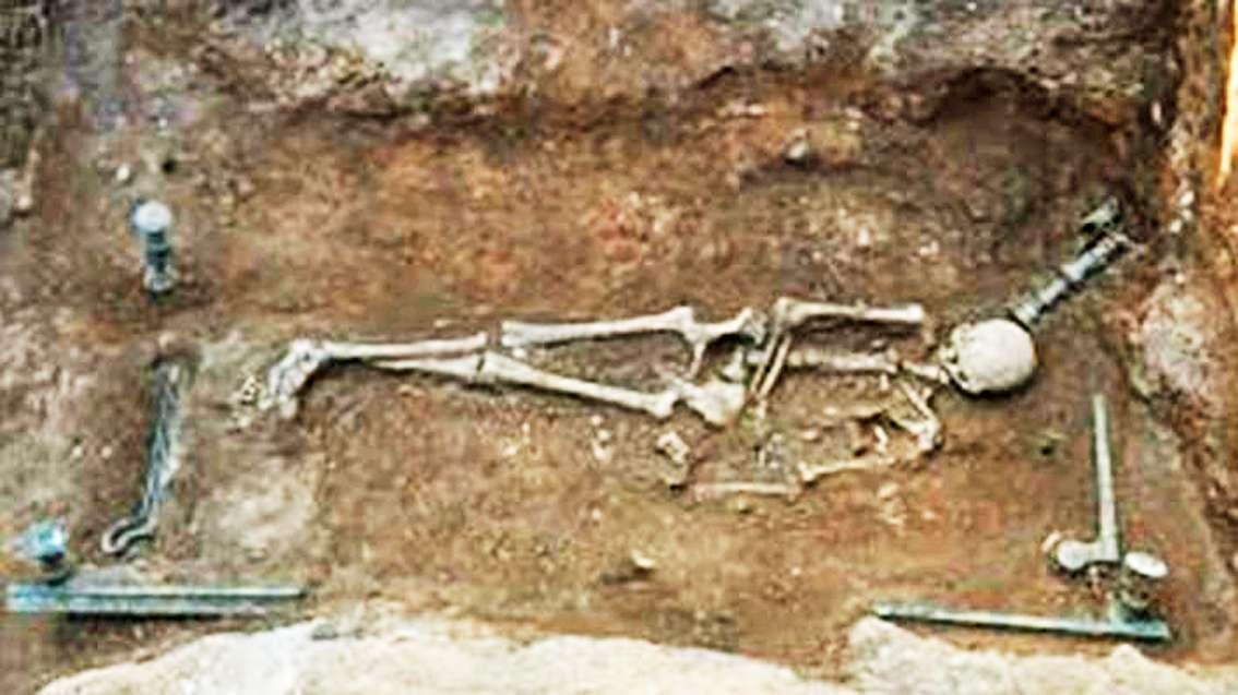 χάλκινη νεκρική κλίνη ανακαλύφθηκε σε εργασίες της ΔΕΗ