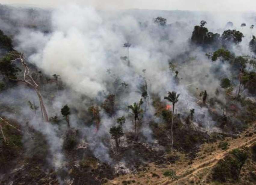 """Ο """"πνεύμονας"""" της Γης καίγεται και ο Μπολσονάρο χτενίζεται…"""