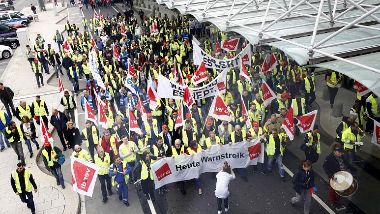 Airport workers strike in Frankfurt
