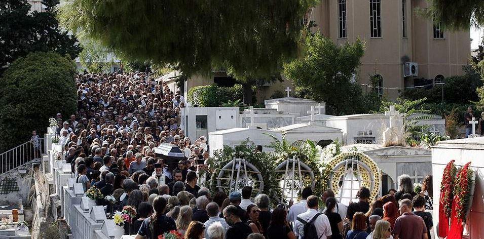 Πλήθος κόσμου αποχαιρέτησε τον Λαυρέντη Μαχαιρίτσα (ΦΩΤΟ-ΒΙΝΤΕΟ)