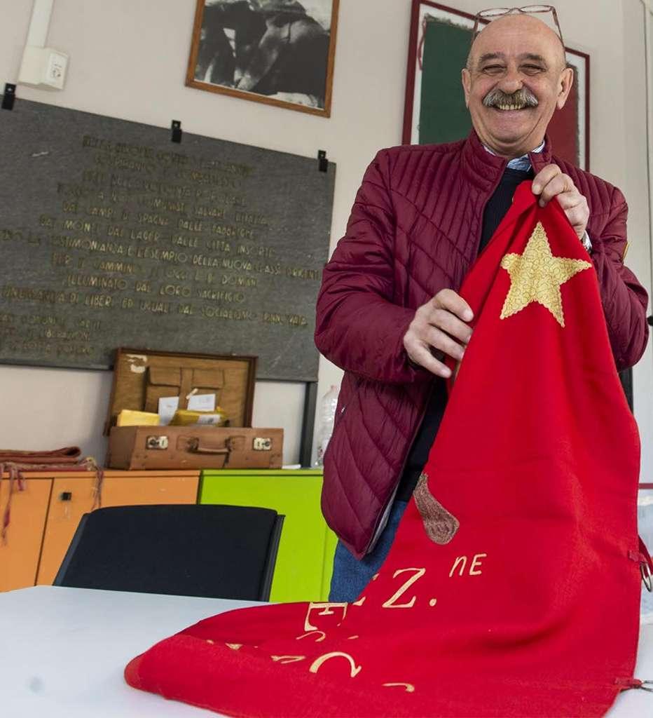 Pierluigi Teofilo λάβαρα PCI ΚΚ Ιταλίας
