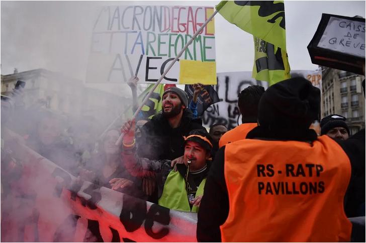 Ένταση - δακρυγόνα συγκέντρωση συνταξιοδοτικού Παρίσι