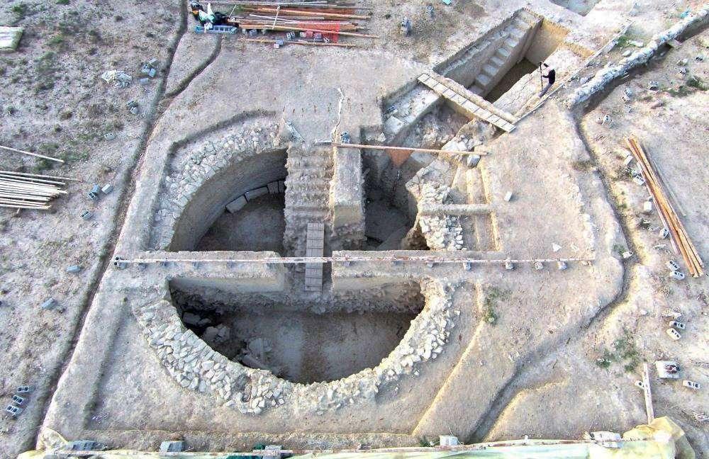 Θολωτοί τάφοι στον Γρύπα Πολεμιστή στην Πύλο