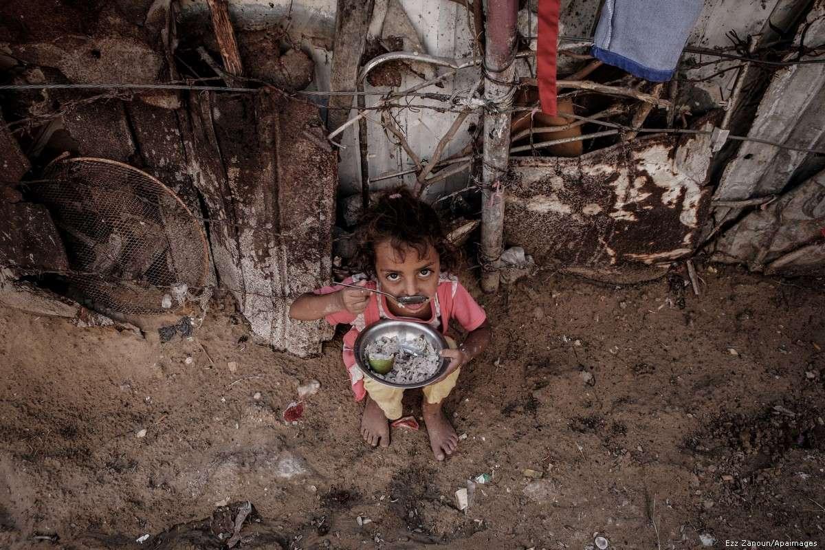 Palestinian girl poverty