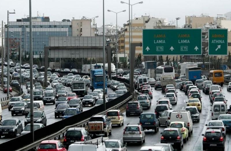 LIVE η κίνηση στους δρόμους της Αθήνας: Ουρές χιλιομέτρων στην Εθνική – Πού υπάρχουν προβλήματα