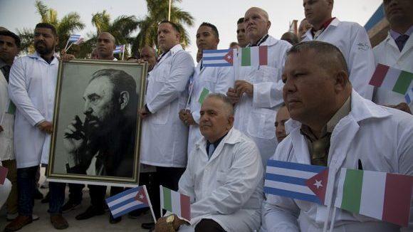 Κουβανική ιατρική ταξιαρχία στην Ιταλία στη μάχη κατά του #Covid-19