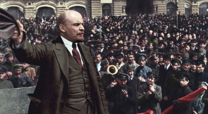 Βλαντίμιρ Ι. Λένιν: Θρονιασμένος για πάντα στη μεγάλη καρδιά της εργατικής τάξης