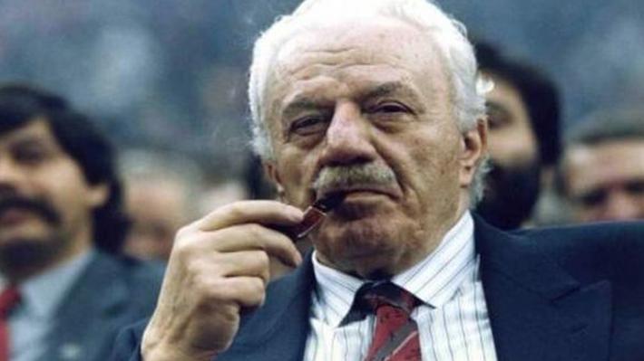 Δεκαπέντε χρόνια από το θάνατο του Χαρίλαου Φλωράκη