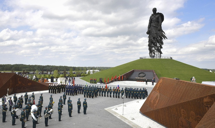 Ρωσία: Εγκαινιάστηκε νέο μνημείο για πεσόντες μαχητές του Κόκκινου Στρατού παρουσία του Βλ. Πούτιν