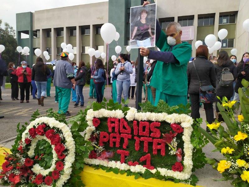 Trabajadores Hospital Barros Luco realizan homenaje a funcionaria fallecida por Covid 19