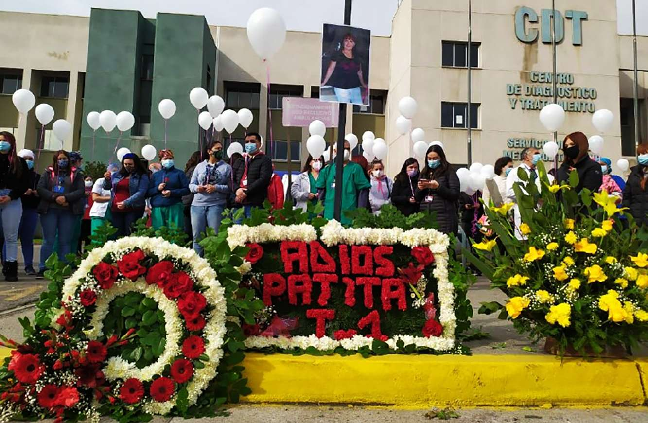 Trabajadores del Hospital Barros Luco realizan homenaje a funcionaria fallecida por Covid 19