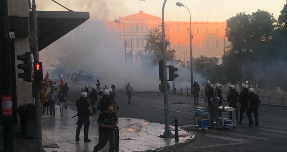 «Κλασική περίπτωση» οργανωμένου σχεδίου κυβέρνησης και ΕΛΑΣ να διαλύσουν το μεγάλο συλλαλητήριο (ΦΩΤΟ)