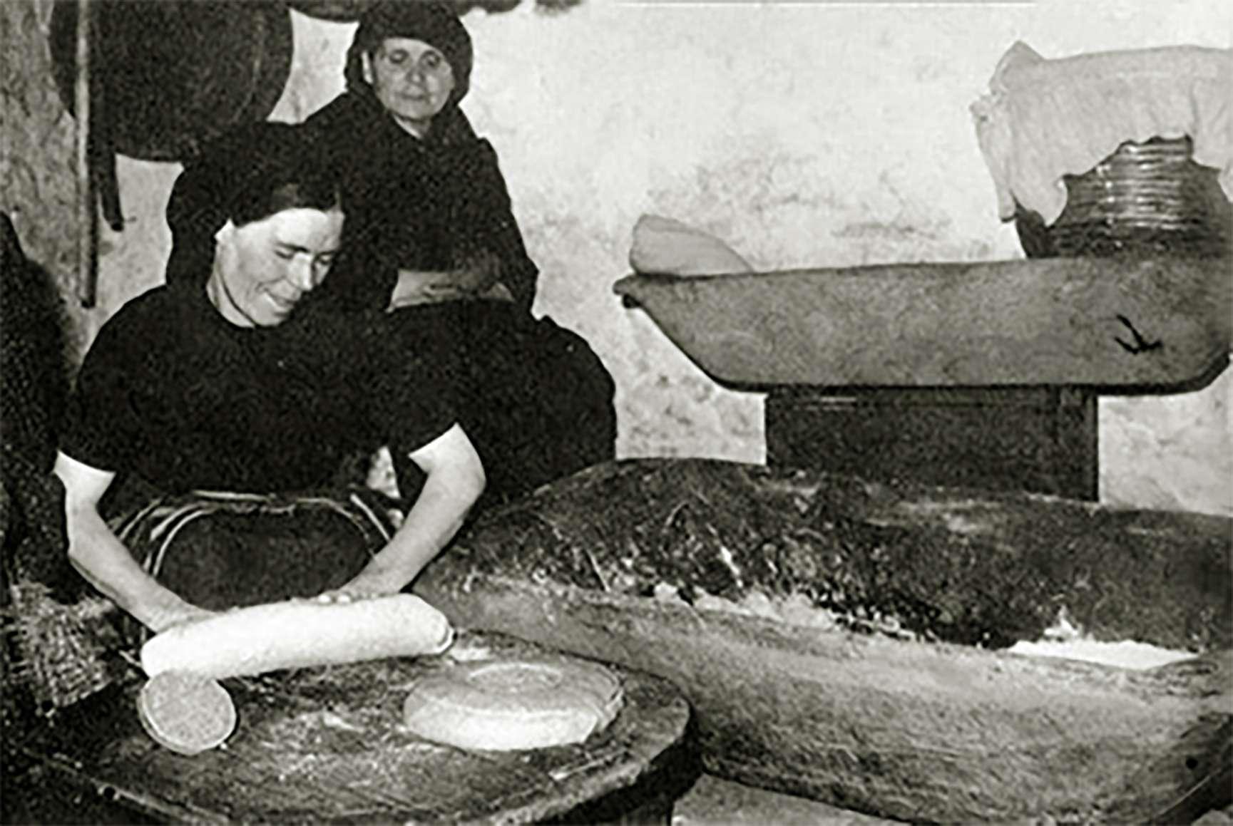 Χαρούλα Βερίγου - Haroula Verigou Να 'σουν εσύ το εφτάζυμο κι εγώ η πυρά του φούρνου