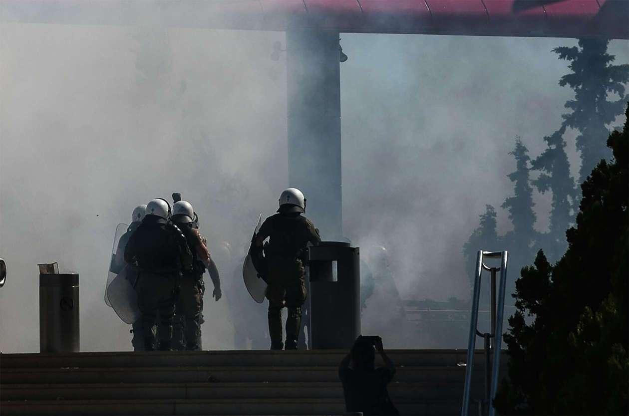 Η κυβέρνηση έπνιξε με χημικά τη διαδήλωση των μαθητών