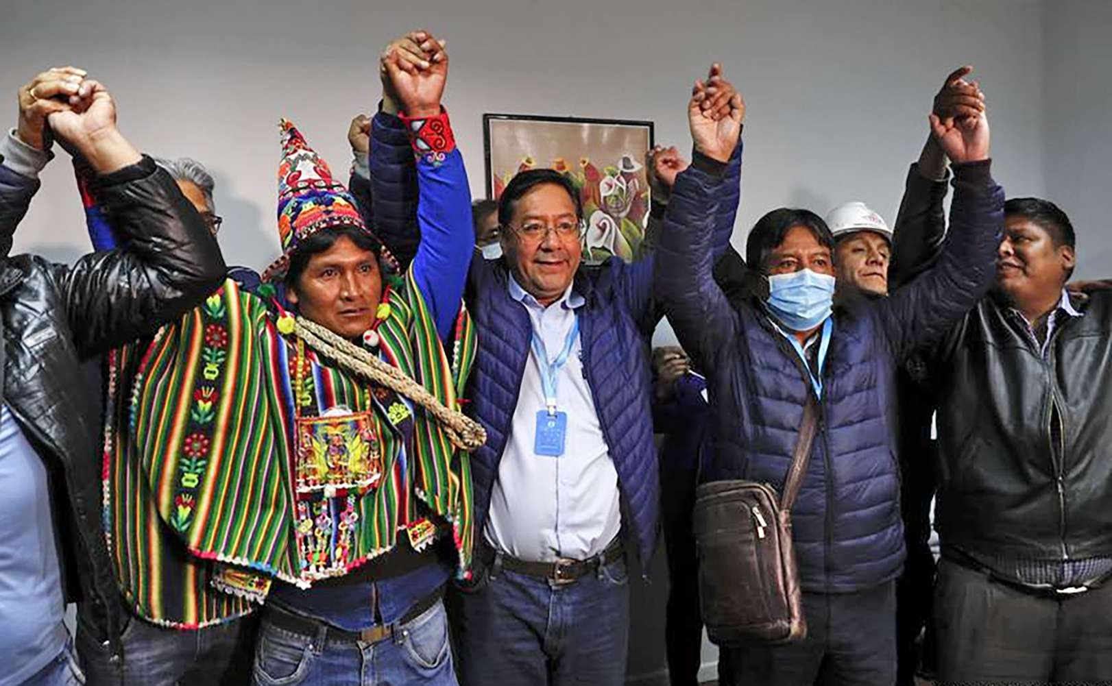 Bolivian election exit polls show socialist candidate ahead Τα exit polls στη Βολιβία βγάζουν νικητές Morales Luis Arce