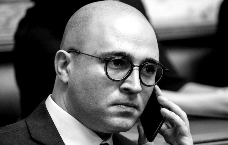 Πρώην χρυσαυγίτης - καταδικασμένος για επιθέσεις - νυν αρθρογράφος στο σάιτ του Μπογδάνου