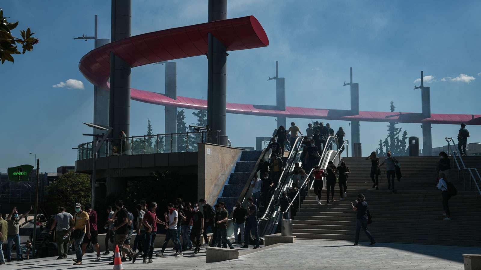 mat Η κυβέρνηση έπνιξε με χημικά τη διαδήλωση των μαθητών