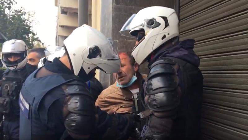 «Γιατί τον χτυπήσατε; Είναι μέσα στα αίματα»: Απίστευτη βαρβαρότητα των ΜΑΤ ενάντια στη διαδήλωση του ΚΚΕ