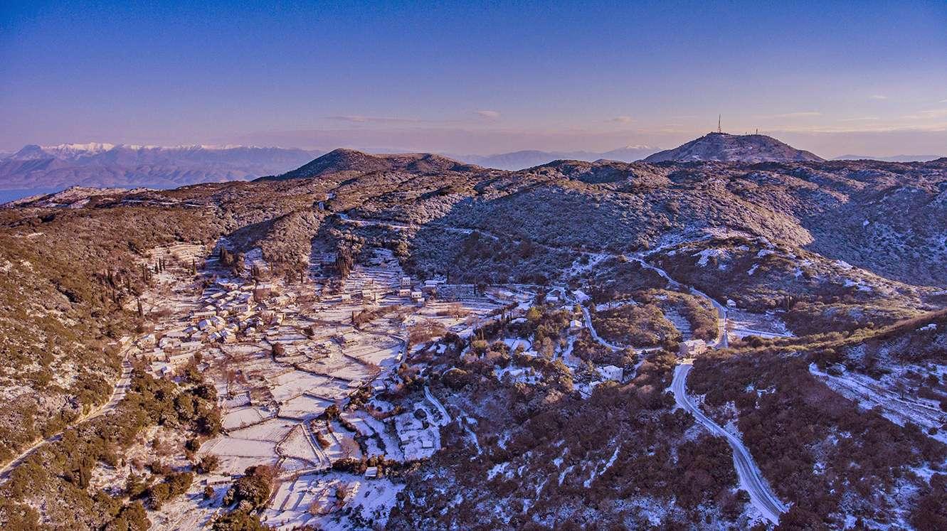 Χιόνι φιλί τ' ουρανού Χαρούλα Βερίγου Ζωή Δικταίου φωτο Σπύρος Μπάντιος drone