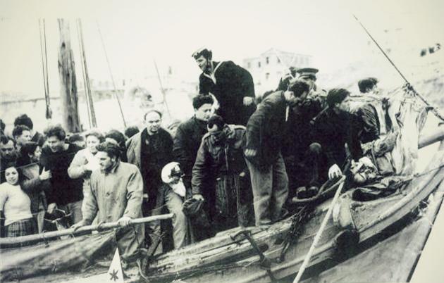 Χειμάρρα ψαροκάικα βάρκες περισυνέλεξαν δεκάδες ναυαγούς Ραφήνα