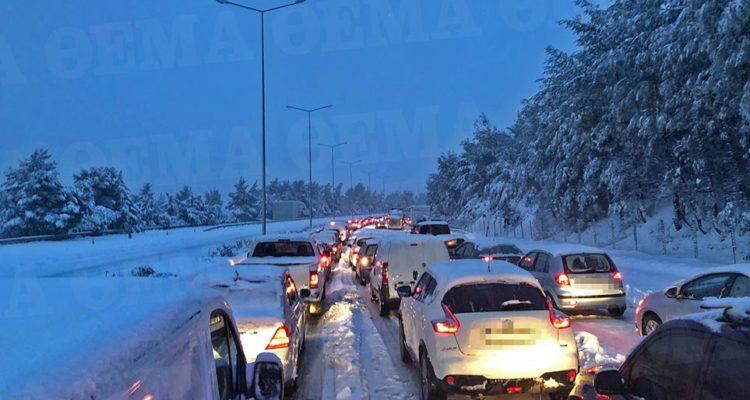 Τα απαραίτητα αξεσουάρ που πρέπει να έχει ένας οδηγός σε περίπτωση χιονόπτωσης και άσχημων καιρικών συνθηκών