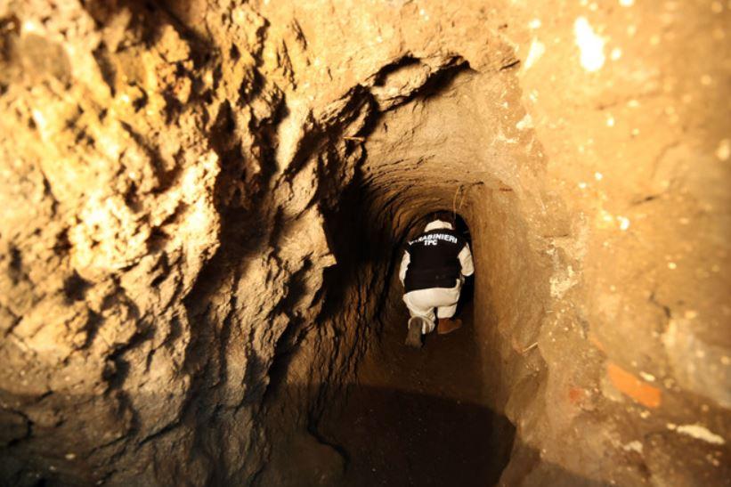4ετράτροχο άρμα Civita Giuliana τούνελ