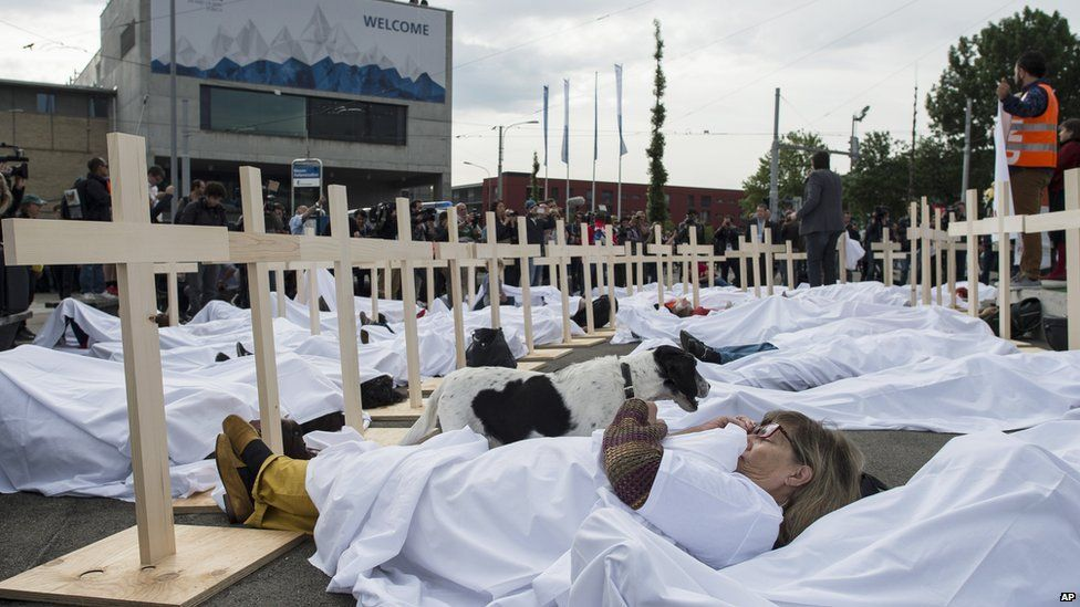 Qatar dead Mundial 2022 trade union organised protest Zurich on 29 May against workers conditions in Qatar AP