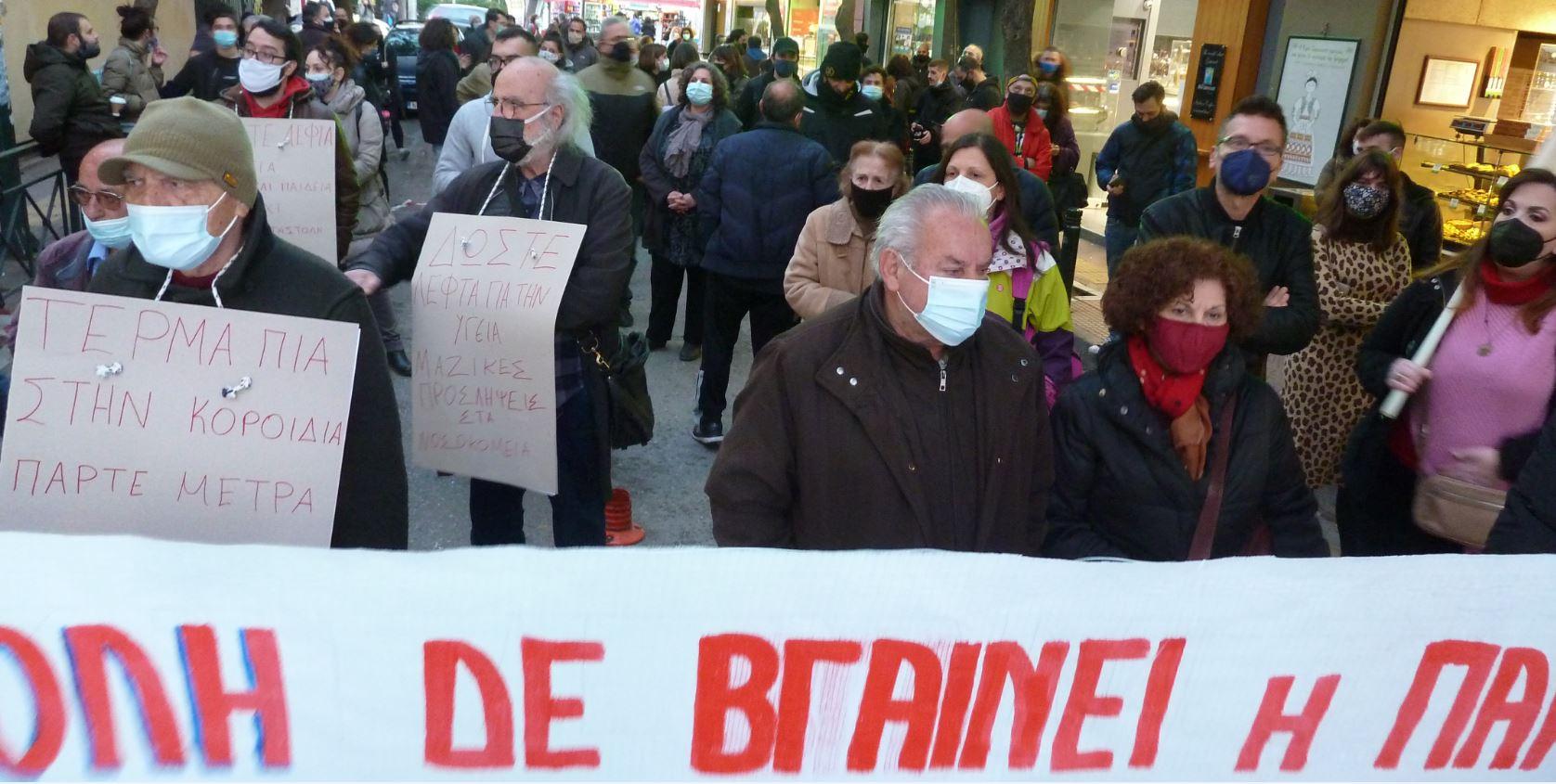 Οι συγκεντρωμένοι έφτασαν στο «Λαϊκό» με πορεία από Ούλωφ Πάλμε & Παπάγου (Ζωγράφου)