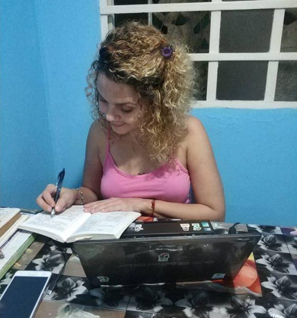 mujer cubana Teletrabajo Foto Sandra Hernández Cubadebate